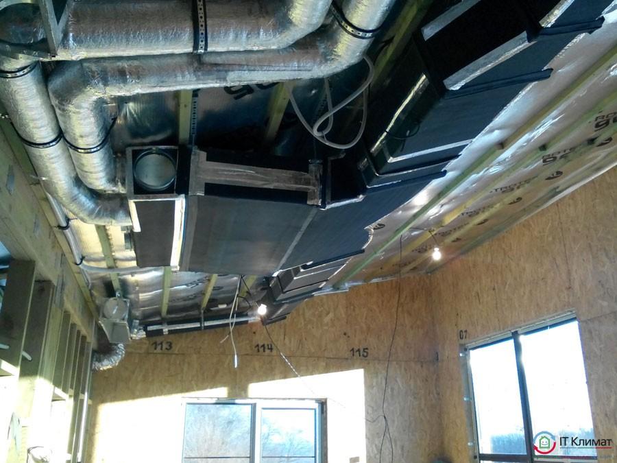 Установка канального кондиционера Mitsubishi Electric в частном доме из СИП панелей.