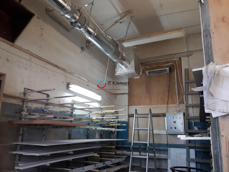 Припливна система вентиляції ВЕНТС в малярському цеху.