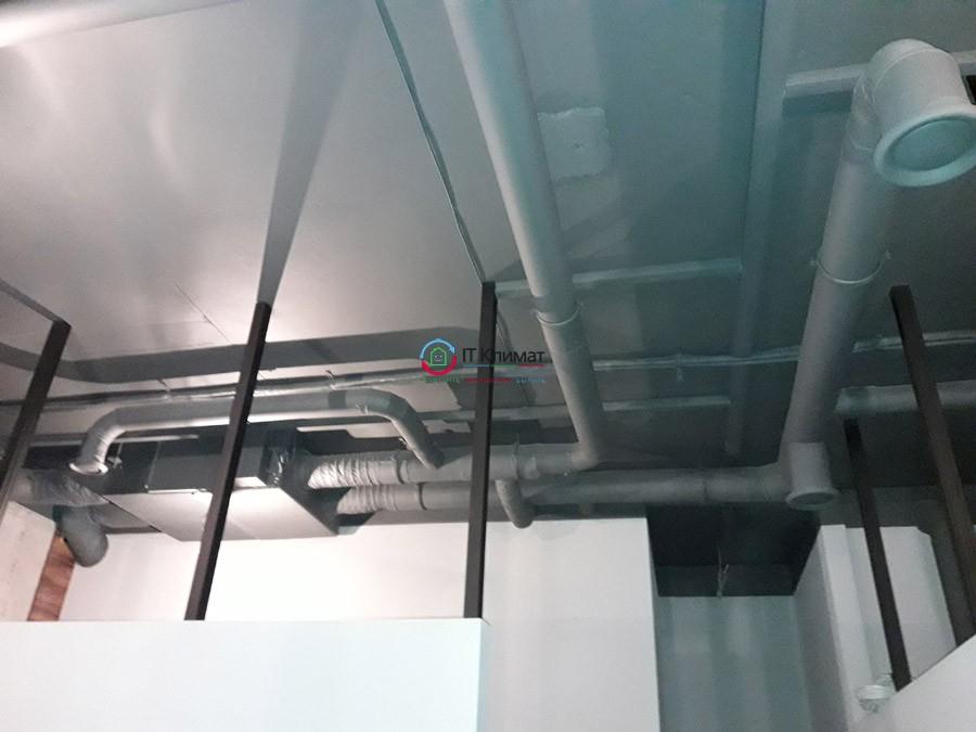 Система припливно-витяжної вентиляції з рекуперацією IDEA і мульти спліт-система Midea з настінними блоками в салоні краси