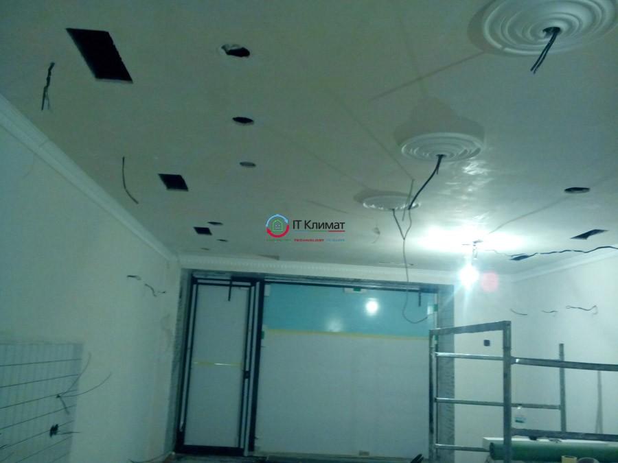 Вентиляція Вентс і канальне кондиціонування Idea в кафе